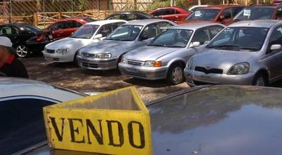 """HOY / Importadores afectados por la pandemia: varios bajaron sus precios para """"liquidar"""" stock de autos usados"""