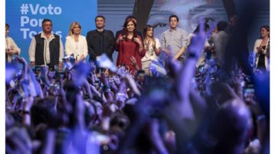 Kirchner podría asumir 'rol de liderazgo' tras elecciones