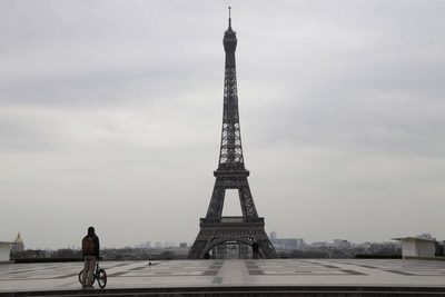 Francia anuncia una cuarentena voluntaria para viajeros desde fuera de la UE