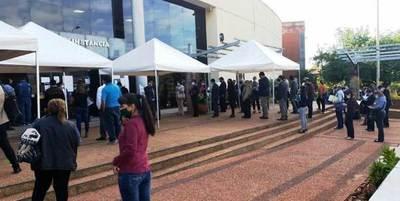 Abogados se aglomeran frente al Poder Judicial de Luque • Luque Noticias