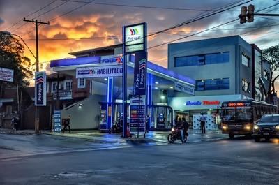 Petrolera estatal reduce precio de sus combustibles