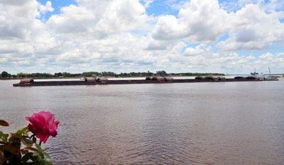 Barcazas varadas retoman navegación por el río Paraná