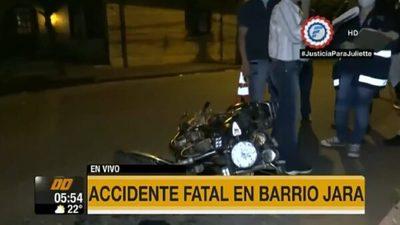 Motociclista muere tras chocar contra poste
