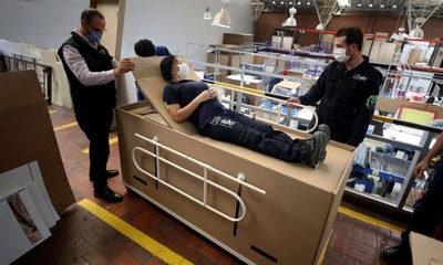 Inventan camas hospitalarias hechas de cartón