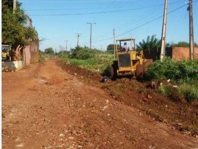 Maquinarias municipales trabajan en la recuperación de calles