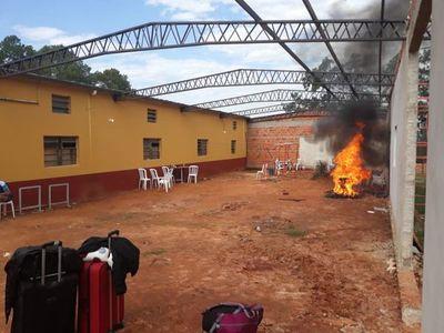 Albergados queman colchones tras 20 nuevos positivos en Oviedo