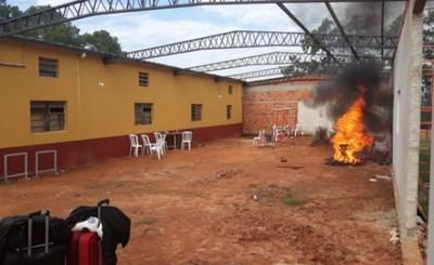 Albergados en Cnel. Oviedo queman colchones tras 20 casos positivos