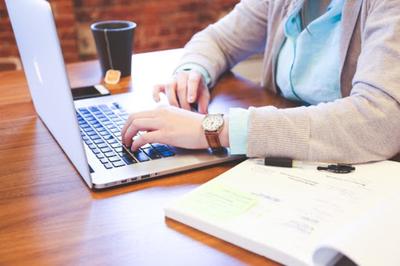Becal analiza programas semipresenciales o 100% online