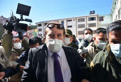 Arrestan a ministro de Salud de Bolivia por sobrefacturaciones en compras ante COVID-19