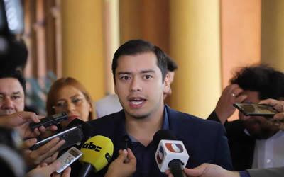 Prieto alega que fue imputado por una foto de cuando fue a visitar a una niña con labio leporino