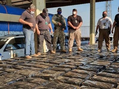 Chaco'i: más de 4.000 kilos de marihuana tras pesaje; paquetes estaban ocultos entre una carga bananas