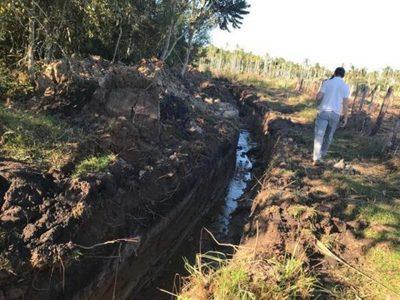 Constatan desecación de humedales, tala y quema de bosques en propiedad de concejal