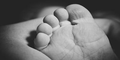 Bebé sudafricano de 2 días, entre las muertes más tempranas por COVID-19