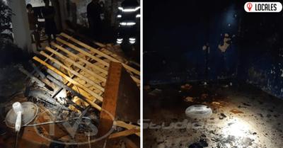 Incendio en el Bº La Paz afectó por completo una de las habitaciones del inquilinato