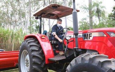 Itaipú entregó maquinarias para mejorar la agricultura en Guairá y Paraguarí