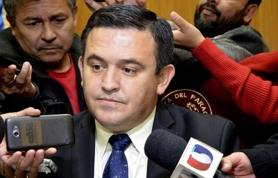 """Petta responde que """"su renuncia está a disposición del presidente""""."""