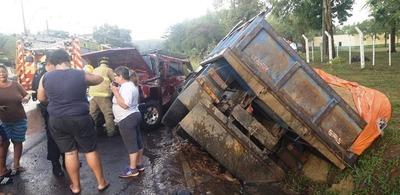 Conductor quedó atrapado tras choque en la ruta Luque
