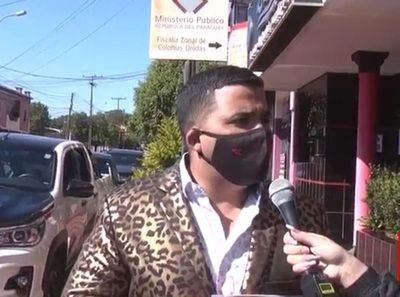 Abogado denuncia discriminación por parte de un fiscal por su traje de leopardo