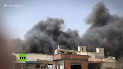 Avión paquistaní se estrella en un barrio residencial con 107 personas a bordo