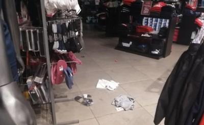 Rateros roban prendas de tienda ubicada en predio de Plaza Jesuítica