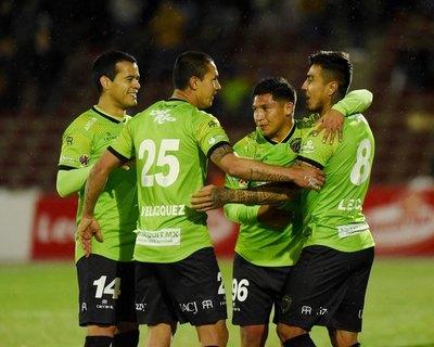 Más futbolistas paraguayos desean regresar al país