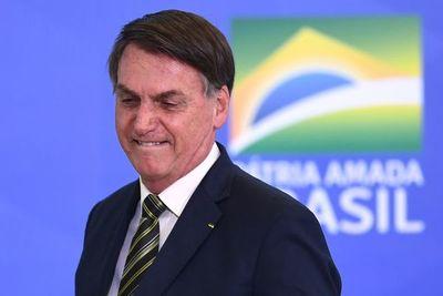 """Gobierno considera """"inconcebible"""" que puedan incautar teléfono de Bolsonaro"""