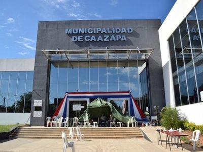 Fiscal ordenó despeje de encadenados en Municipalidad de Caazapá
