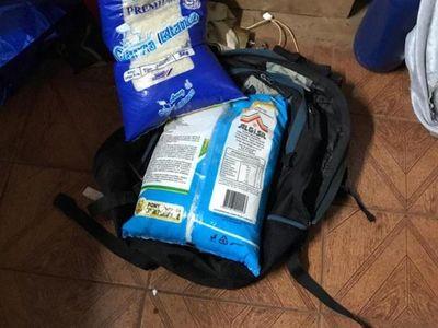 Detienen a un joven al recibir un paquete de arroz a cambio de drogas