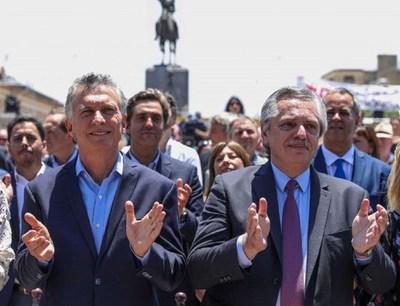 Fernández asume la presidencia de Argentina en medio de la crisis