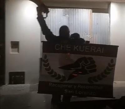"""""""Che Kuerái"""" violó la cuarentena para manifestarse frente al domicilio del intendente"""