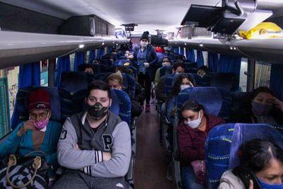 Vienen 120 paraguayos repatriados de Argentina
