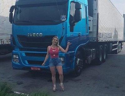ALINE FUCHTER: La camionera sexy que enloquece las redes