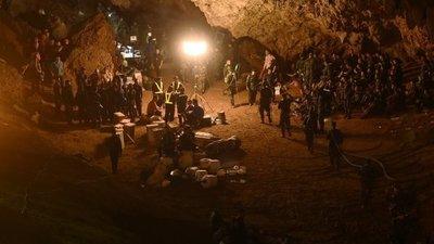 Rescatan a todos los atrapados en cueva tailandesa