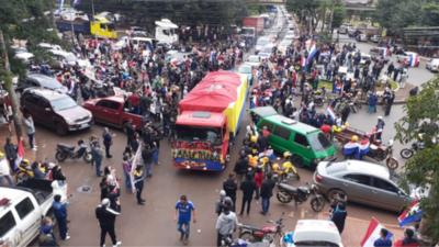 Caravana copó las calles en apoyo al intendente de CDE
