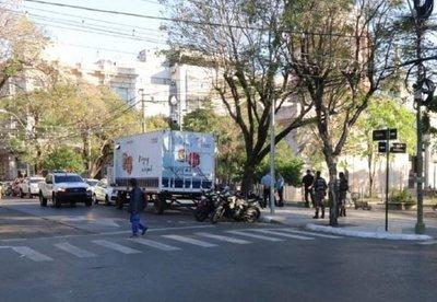 Contrataciones suspende pagos por comisarías móviles a alto costo