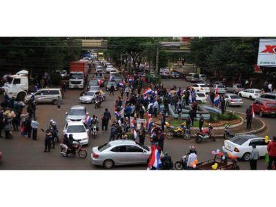 CDE: Masiva caravana de vehículos  para  apoyar  gestión del   intendente