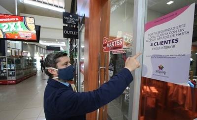 HOY / Shoppings abren con muchas limitaciones y tiendas remarcan precios para mover stock