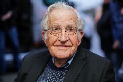 """El mundo que viene: """"EEUU corre hacia el precipicio"""", alerta el filósofo Chomsky"""