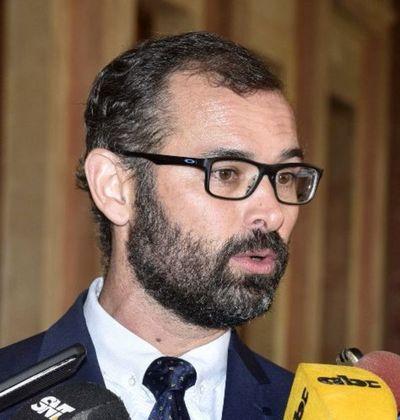 Insumos COVID-19: Ministerio de Salud puenteó procedimiento de control para acelerar pagos a empresas del clan Ferreira