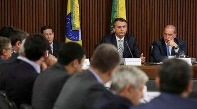 """En Brasil hablan de burla de Bolsonaro sobre Paraguay: ¿""""República de bananas""""?"""