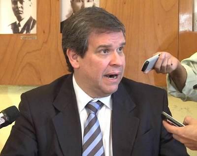 """Importación cayó el 98% en CDE según Ferreira: """"Esto es el certificado de defunción de este comercio de frontera"""""""