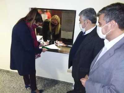 Diputados oficializan pedido de juicio político para Sandra Quiñonez
