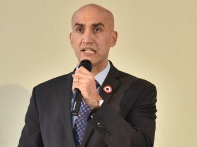 Mazzoleni oficializa rescisión de contrato con firmas y ratifica que no renunciará