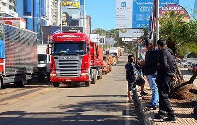 Camioneros  exigen libre circulación en frontera