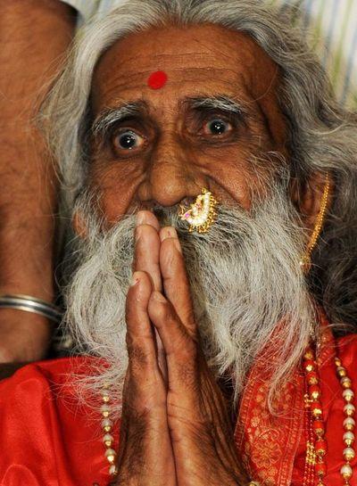 Muere un yogui indio que afirmaba llevar 80 años sin comer ni beber