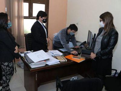 Compra de insumos: Fiscales se constituyen en Ministerio de Salud