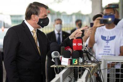 Brasil: Tras reiterados insultos y agresiones a trabajadores, los principales medios de prensa anunciaron que no cubrirán más a Bolsonaro en su residencia