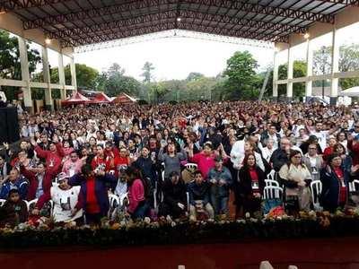 Masiva presencia en congreso religioso.