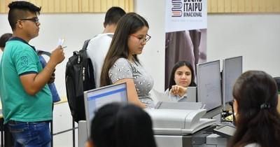 Itaipú verifica informes académicos para firma de acuerdo con becarios