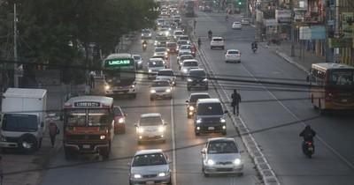 Denuncian que micros alzan más de 10 pasajeros parados al llegar a Calle Última